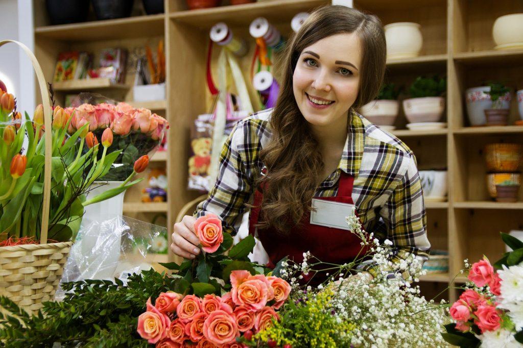 Salarié - femme fleuriste qui souhaite utiliser le Conseil en évolution professionnelle